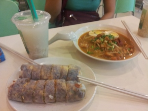 popiah (spring roll), mee siam (Siamese spicy, sweet and sour rice noodles), and barley water